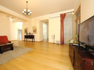 Two-room. Luxe. 15 Khreshchatyk str. Centre
