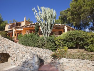 Detached spacious villa panoramic view and privacy