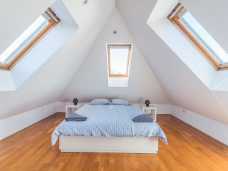 Villa Prule Penthouse - double bedroom in the loft