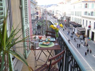 Perfectly Located Apartment for Shops, Restaurant and The Beach