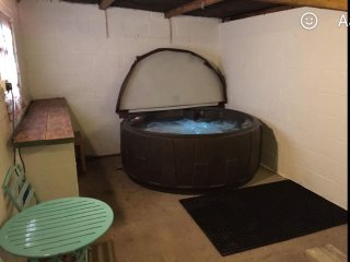 Countryside Bungalow Private Use Hot Tub