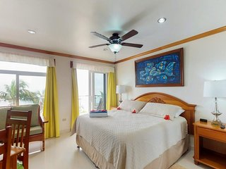 Romantic oceanview suite with balcony, shared pool access, nearby beach!