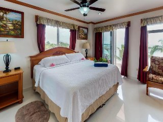 Bright, colorful ocean-view suite with resort pool, stunning beaches, near town!