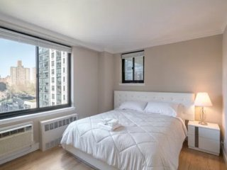Large 3 Bedroom on Central park with balcony