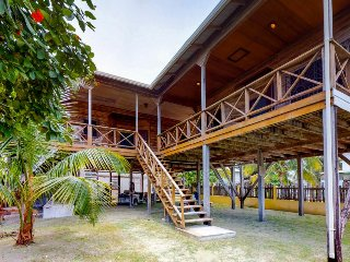 Spacious island suite with covered deck, modern kitchen & great central location