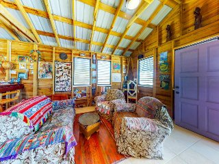 Breezy cabana with amazing water-front views & easy access to the beach!
