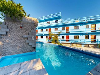 Affordable suite with shared pool, view from rooftop & nearby beach access!
