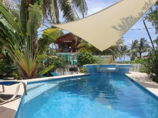 Charming island hideaway w/ shared pool & great location steps from the ferry