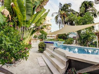 Romantic retreat w/ shared pool, colorful design, and superb central location