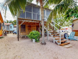 Group of 4 renovated cabanas near the beach w/ screened porches & hammocks
