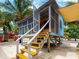 Beach cabana right in town with screened-in porch, hammock, and 2 bicycles