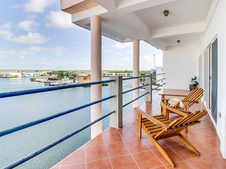 Lovely waterfront condo w/ shared pool - near beaches & restaurants - dogs OK!