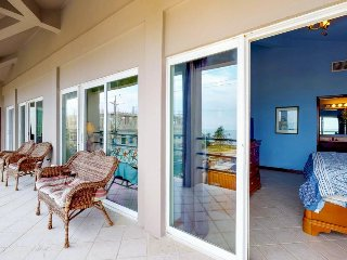 Waterfront condo with sea views & shared pool - near beaches and restaurants