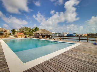 Waterfront condo w/ shared pool, amazing views, seaside location - dogs ok!
