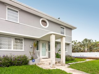 7BR house in the HEART OF MIAMI!!! SLEEPS 19!!!