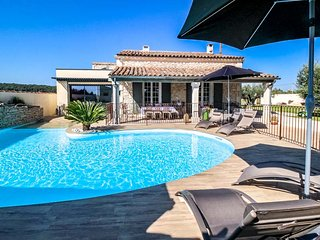 Villa high level standing for 6p. in Beaucaire Gard, private pool