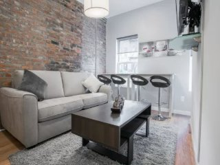 Chic 2 Bed 2 Bath In West village