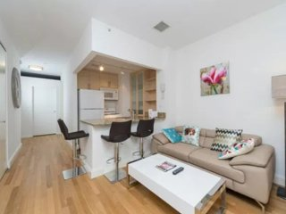 Gorgeous 2 Bed doorman building