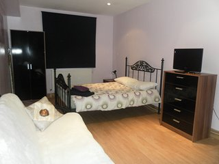 Bright double Studio   on Finchley Road (F1/8)