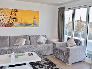 Stunning Notting Hill Penthouse w/ Terrace (RC71)