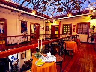 Hotel Boutique Portal de Cantuña  los invita a conocer el centro de Quito