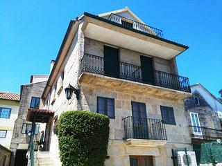 230 Large villa with shared pool near Baiona