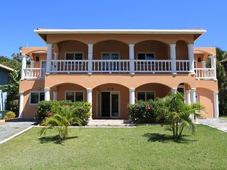 2BR/2BA Villa 5B, FREE BREAKFAST & SNORKEL by Splash Inn