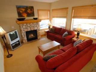 Open-Plan, Spacious 2 Bedroom Condo with Private Hot Tub