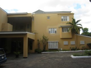 Secure 2Bd 2.5Bth Apartment near New Kingston
