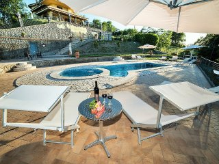 Fiordini Villa Sleeps 24 with Pool Air Con and WiFi