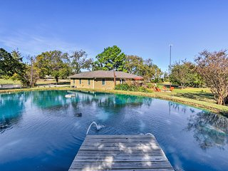 Pottsboro Home on 2 Acres w/Jacuzzi, Near Marina!
