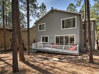 4BR Munds Park Cabin w/ Deck - Near Sedona & Flagstaff