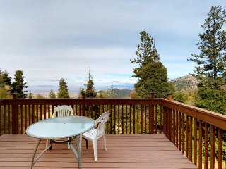 Ski-in/ski-out of this functional condo w/ shared hot tub & sauna - near lifts!