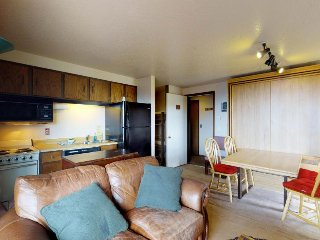 Ski-in/ski-out condo w/ shared hot tub and lovely views of Shaffer Butte.
