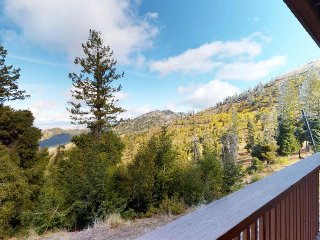 Cozy condo w/ shared hot tub & sauna, valley views, ski-in/ski-out access.