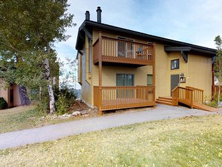 Ski-in/ski-out condo with deck & shared hot tub - close to downtown Boise!