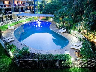 Blue Cowrie - spacious 3 bedroom pool view apartment
