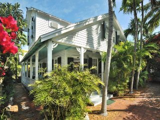 Gorgeous home w/ private pool, porch & terrace - dogs OK, walk everywhere!