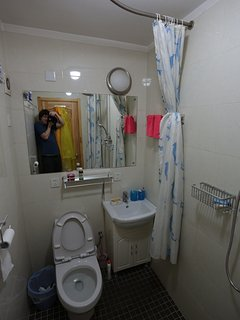 Room 4's own bathroom, small but efficient.