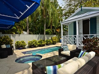 Cozy home w/ private pool & hot tub - walk to must-see attractions