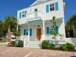 New home w/ private pool & rooftop patio - ideal location & steps from beach!