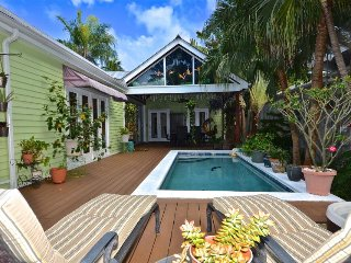 Vibrant home w/hot tub & private pool blocks from the beach - dog-friendly!