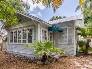 Charming dog-friendly beachside home w/shared pool, close to local attractions