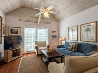Charming and spacious Key West conch cottage w/ private hot tub, dogs OK