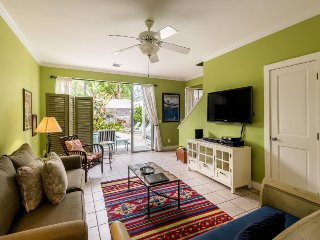 A Key West gem w/ a private pool - close to shops & restaurants, dog-friendly
