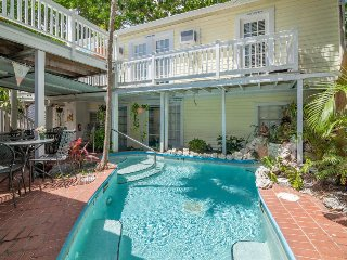 Spacious 12-room bed & breakfast w/ private heated pool + a great location!