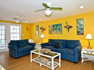 Quirky, colorful cottage w/ private pool & home comforts - pedestrian paradise!