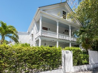 Historic house w/ private pool & easy beach access - ideal for groups! Dogs OK!