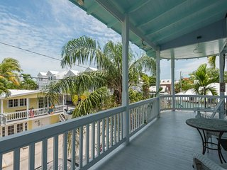 Island condo w/ balcony & great central location - beach nearby! Dogs OK!