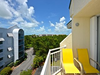 Breezy condo w/ shared pool & hot tub, tennis courts, & parking space